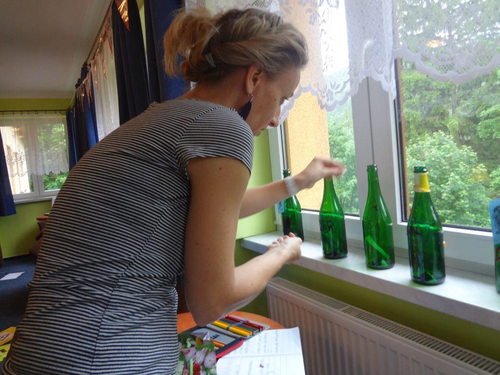Láhev k láhvi se staví