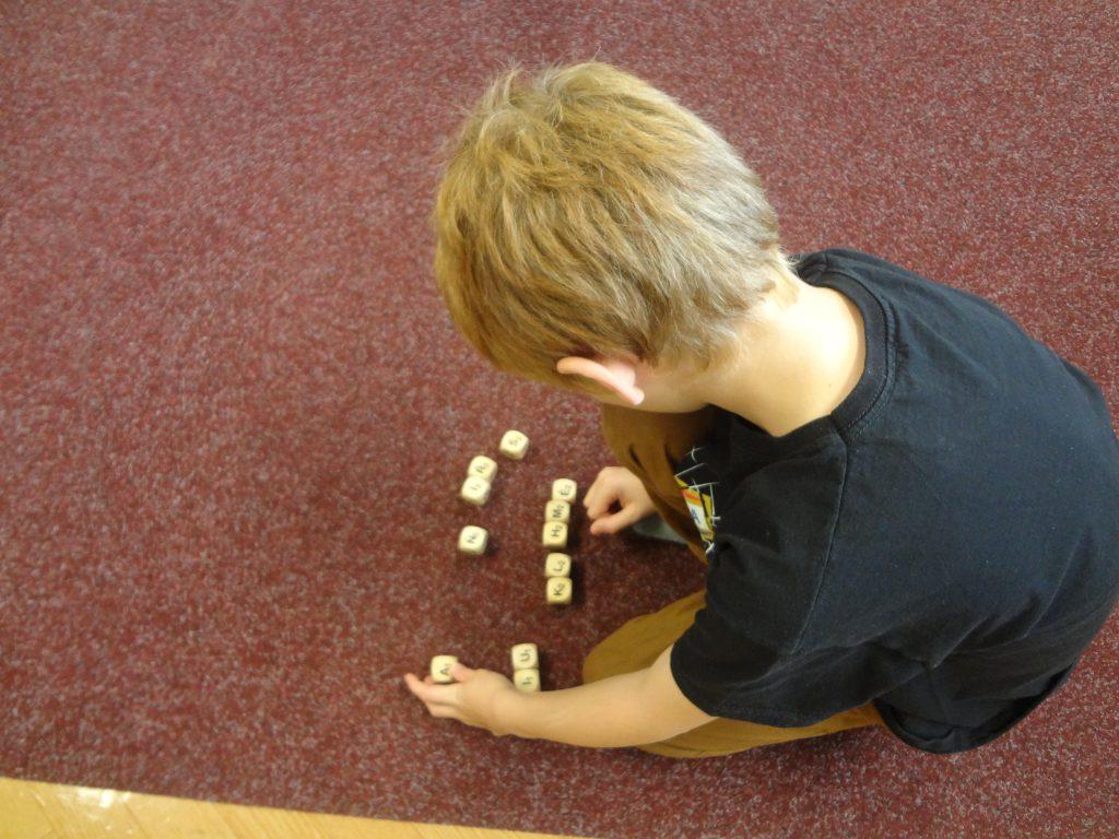Čtenářské kostky - dřevěné pomůcky do třídy