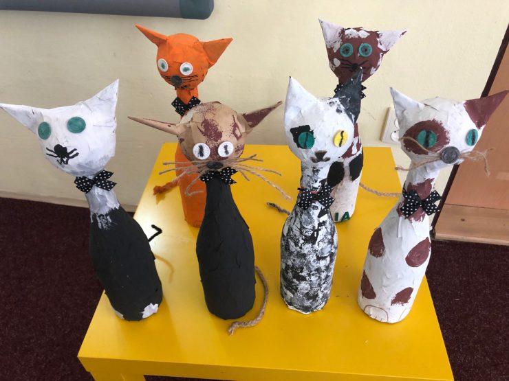 Tvoříme kočky z lahví a přání pro táty, naše hrdiny